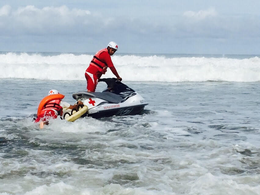 Rescuers continue the search for a missing U.S. citizen at Jaco Beach. (Photo courtesy of the Red Cross)